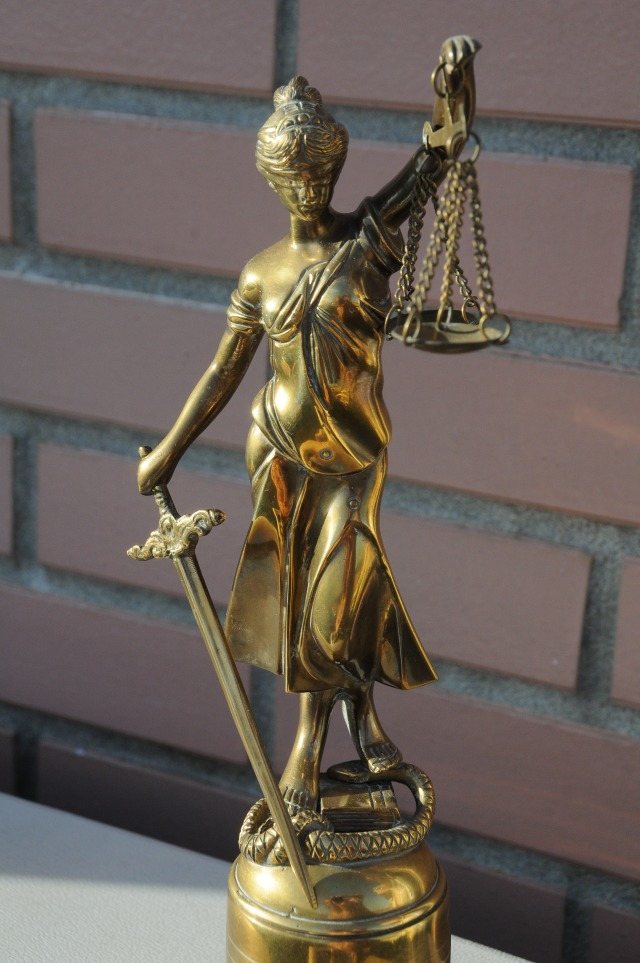 justice-impartiale-aveugle