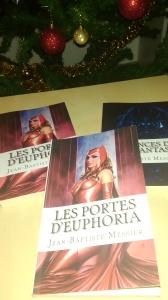 Les portes d'Euphoria comprend 5 nouvelles : Le lys noir, Les six reines du pêcheur, Lune sanglante, Argien le nécromancien, La nuit du loup-garou ; 50 nuances de dark fantasy comporte seulement Lune sanglante et Argien le nécromancien.