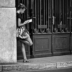 fe3e34bcb21b1e4c49bd6570ce2e5435--reading-is-sexy-woman-reading